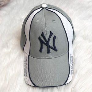 {Genuine Merchandise} New York grey and white Hat